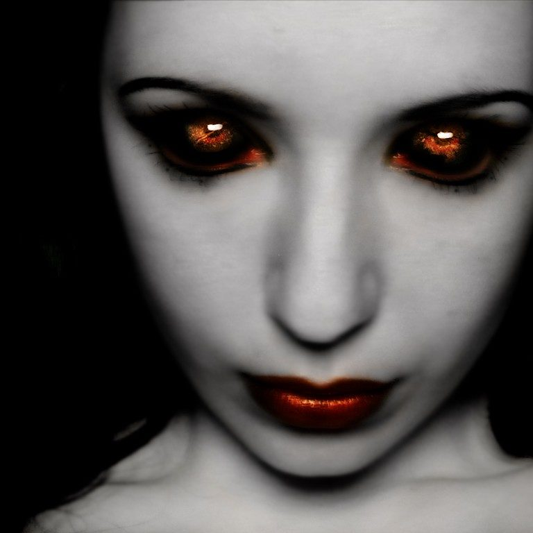 16208-scary-women-wallpaper_5494
